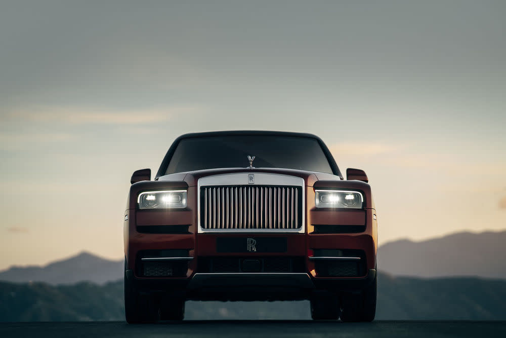 Rolls-Royce Cullinan, Magma Red, front