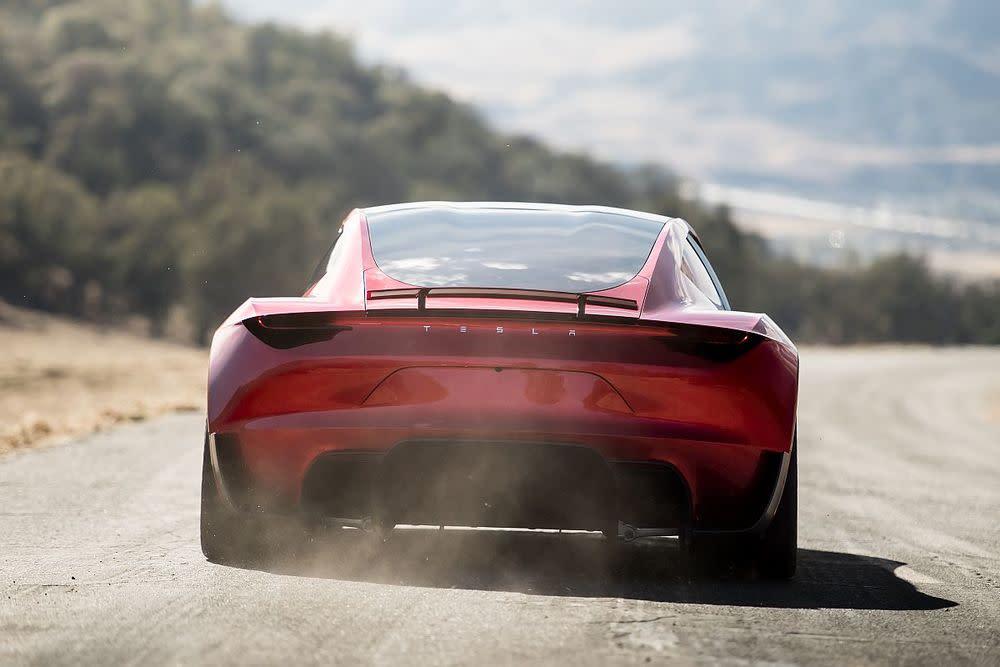 """. Musk spricht von einer Reichweite """"bei Highway-Geschwindigkeit"""" von bis zu 620 Meilen – umgerechnet rund 1.000 Kilometer."""