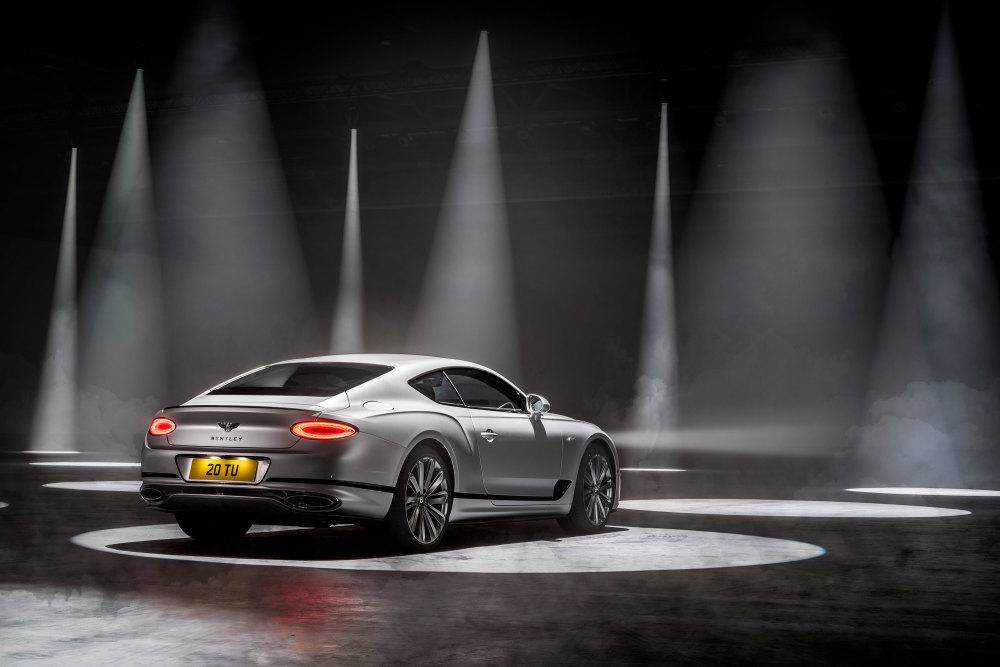 Auch das Heck des Der überholte W12-Motor ist das Herzstück des Bentley Continental GT Speed strahlt Dynamik aus.