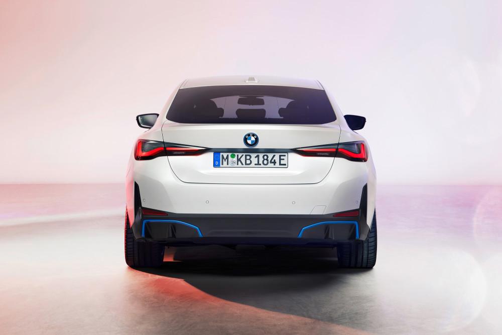 Der BMW i4 hat bis zu 590 Kilometer Reichweite.