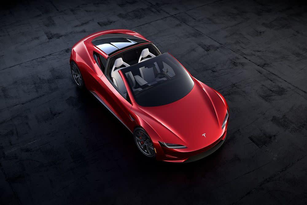 Ab 2020 soll das Modell mit einer Höchstgeschwindigkeit von 400 km/h und einer Reichweite von über 1.000 Kilometer unterwegs sein.Ungewiss ist jedoch der Preis. Hier hat sich Elon Musk bisher noch nicht in die Karten schauen lassen.