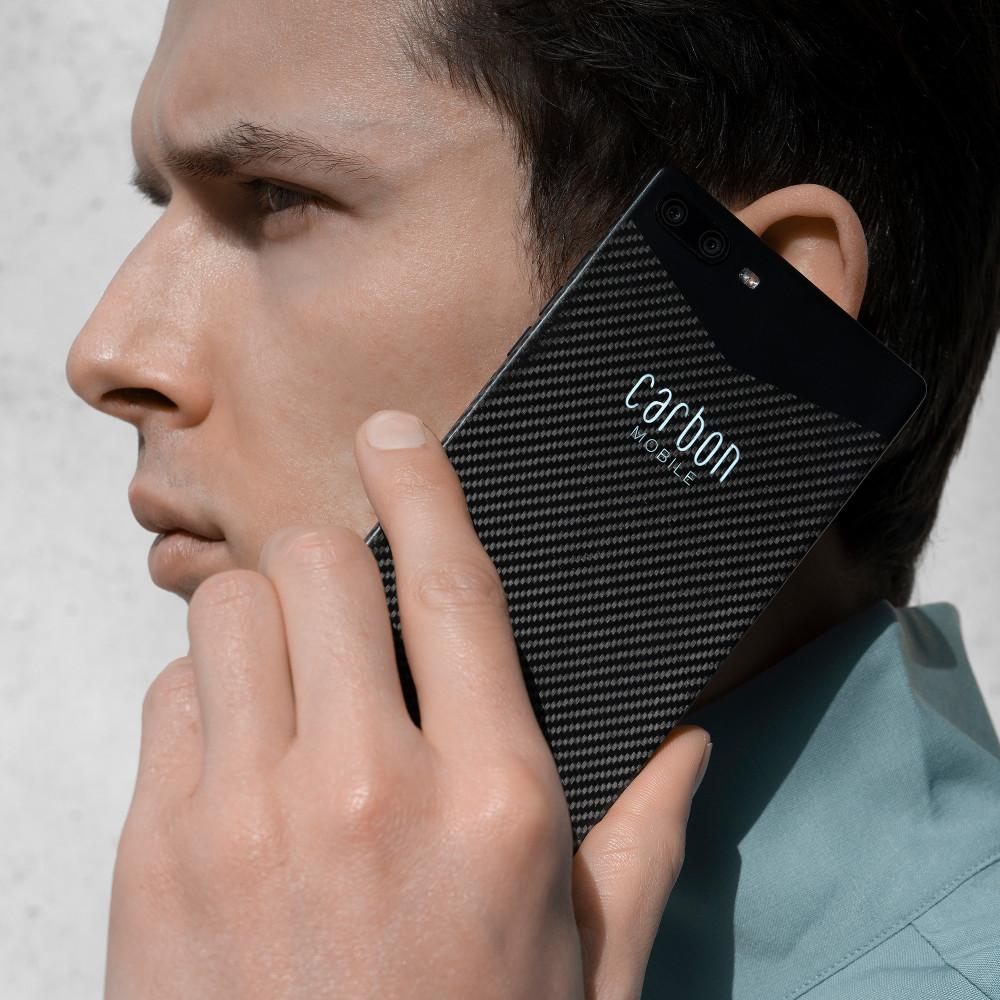 Im ersten Karbon-Smartphone ist eine Dual-Kamera verbaut.