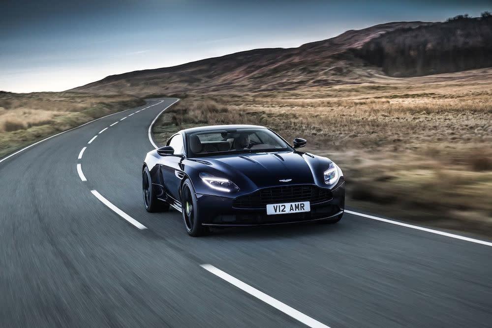 Für 13.400 Euro fährt man im Aston Martin durch Norwegen.
