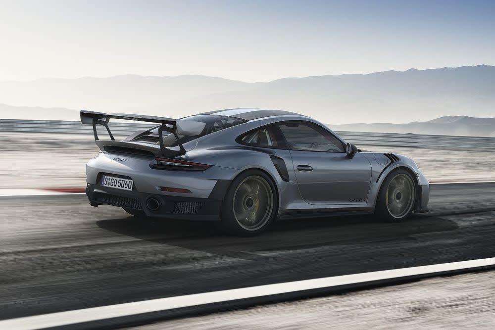 Die Basis für den Antrieb des GT2 RS stellt der 3,8-Liter-Boxer aus dem aktuellen Porsche 911 Turbo S mit 580 PS.