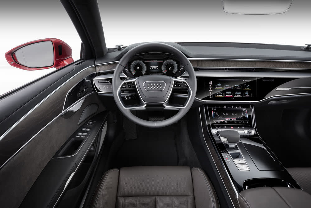 Wer will da noch einen Chauffeur haben: Das Cockpit des neuen Audi A8.