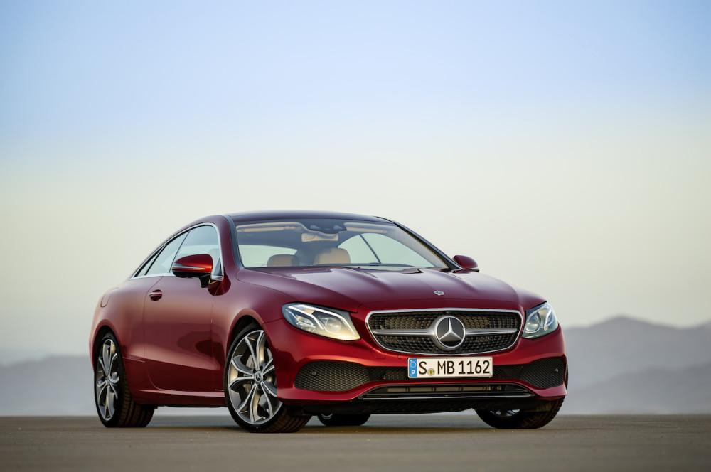 Beim E-Klasse Coupé 2020 hat Mercedes die Front überarbeitet.
