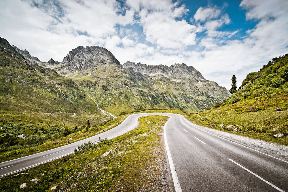 Die Silvretta-Hochalpenstraße ist einer der Klassiker für Freunde gepflegten Fahrens vor grandiosem Panorama. Von Partenen bis nach Galtür bietet sie die Aussicht auf weite Täler, was in den Bergen eher selten vorkommt. Eine perfekte Strecke zum Cruisen, mit eleganten Kurven und dem wunderschönen Silvretta-Stausee auf der Passhöhe. Höhe — 2.032 m