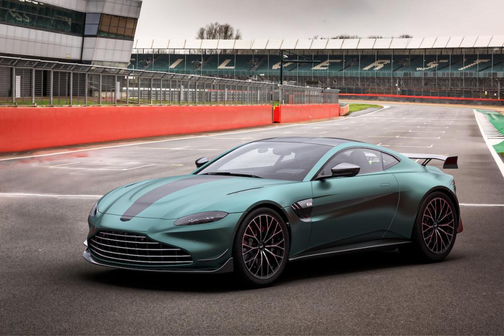 Aston Martin präsentiert das Formel 1 Safety Car im Straßenlook.