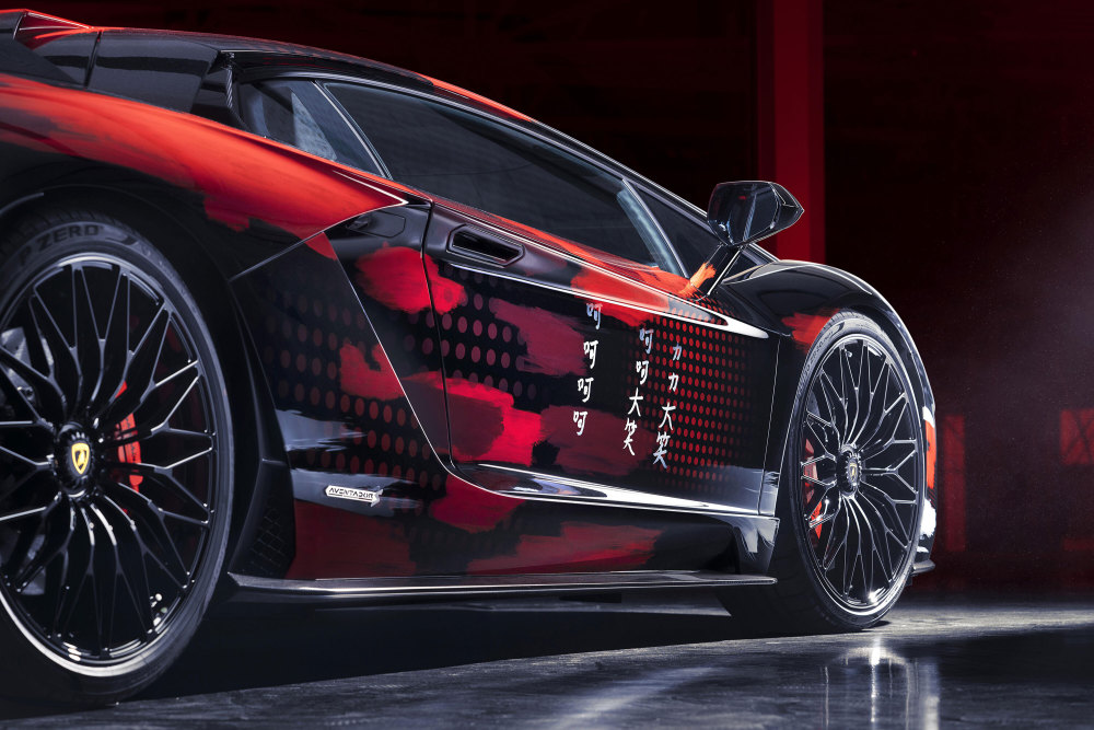 Die Türen des Aventador S sind mit japanischen Schriftzeichen verziert
