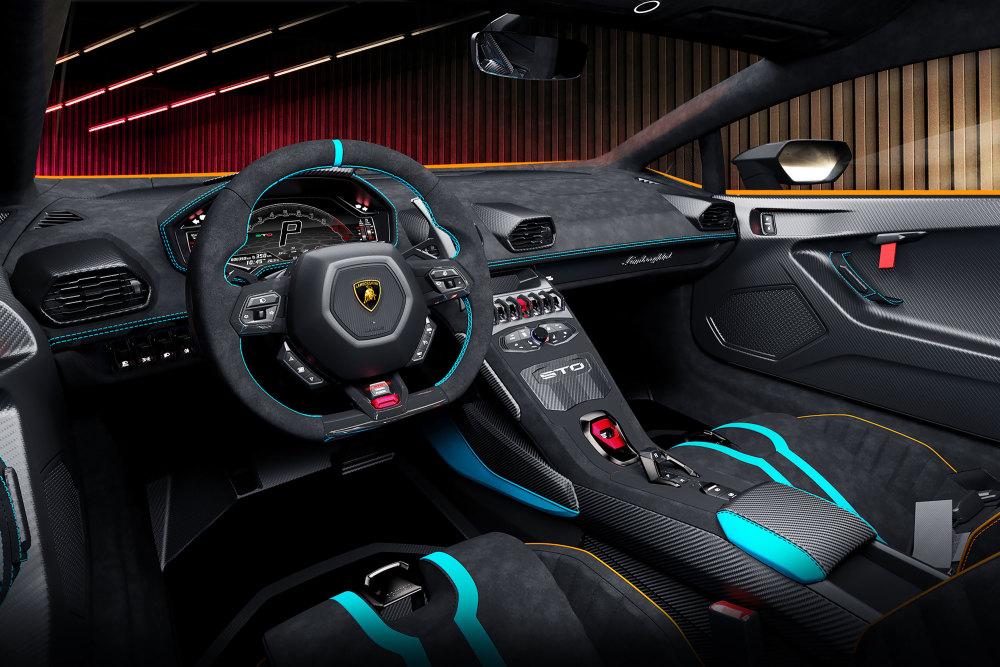 Das Cockpit des neuen Lamborghini ist gewohnt sportlich