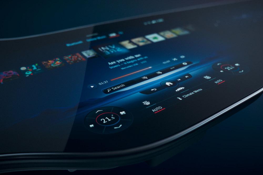 Im EQS verbaut Mercedes den riesigen MBUX Hyperscreen