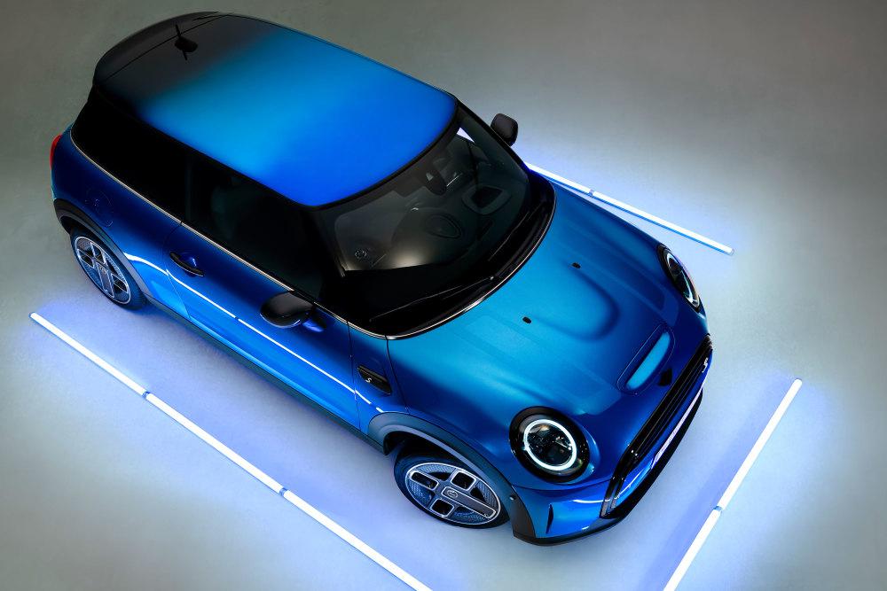 Das Dach des neuen Mini (2021) bekommt einen Farbverlauf.