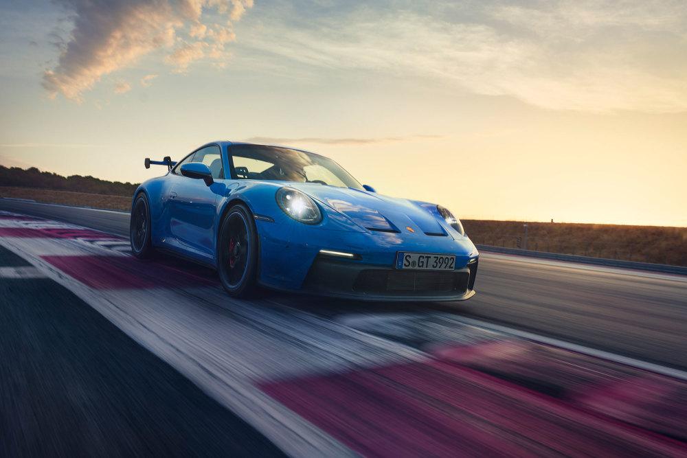 Der Porsche 911 GT3 (2021) fährt auf dem Nürburgring eine neue Bestzeit.