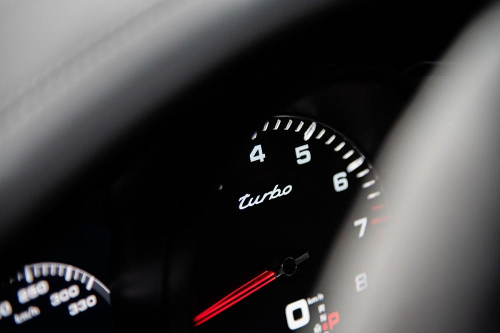 Porsche Cayenne Turbo Coupé, Instrumente