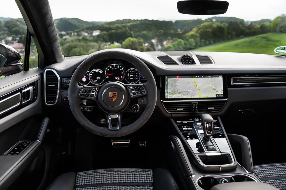 Porsche Cayenne Turbo Coupé Cockpit