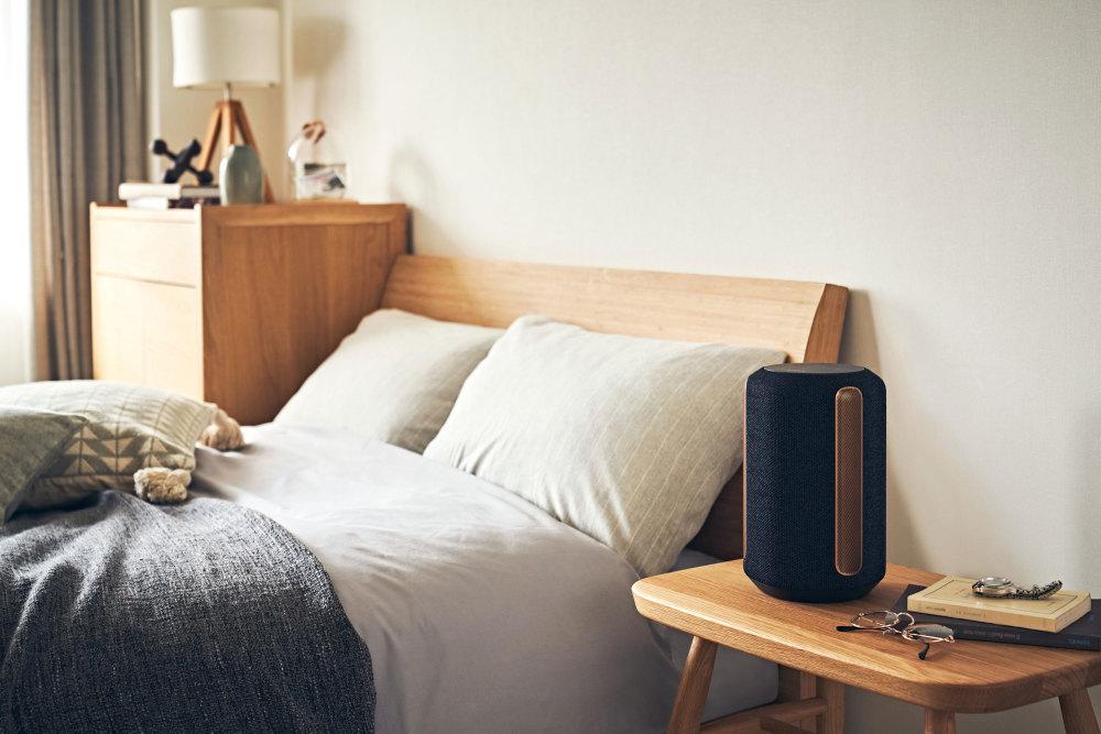 Der Lautsprecher Sony SRS-RA3000 passt den Klang automatisch an
