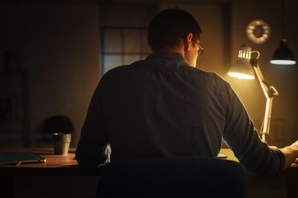 Gegen den Winterblues kann eine Tageslichtlampe helfen.