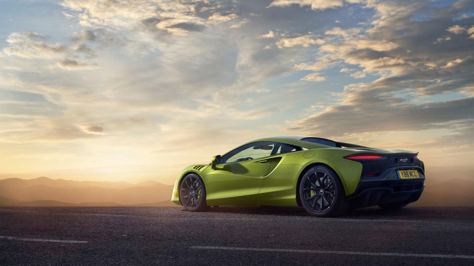 McLaren stellt mit dem Artura erstmals einen Plug-in-Hybrid vor.