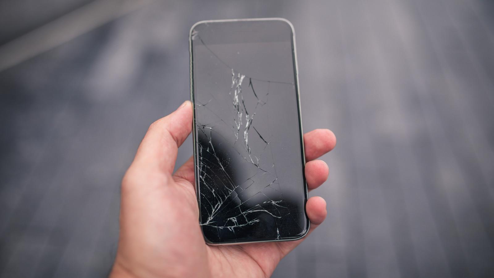 Smartphone, bei dem das Display gesprungen ist