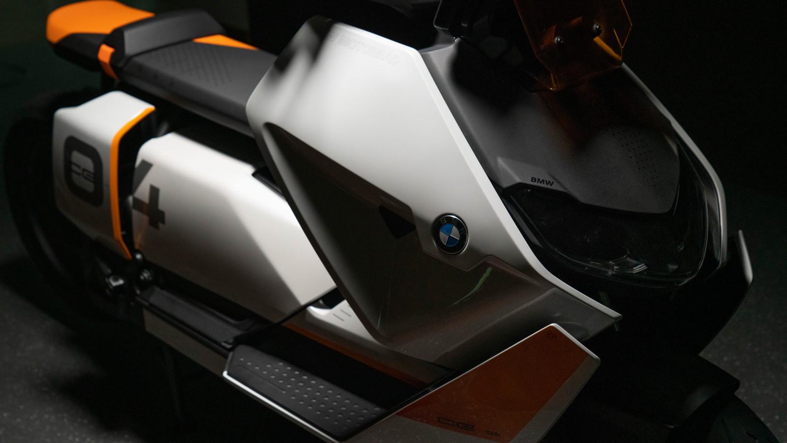 BMW zeigt mit E-Roller Definition CE 04 seine Zukunftsvision