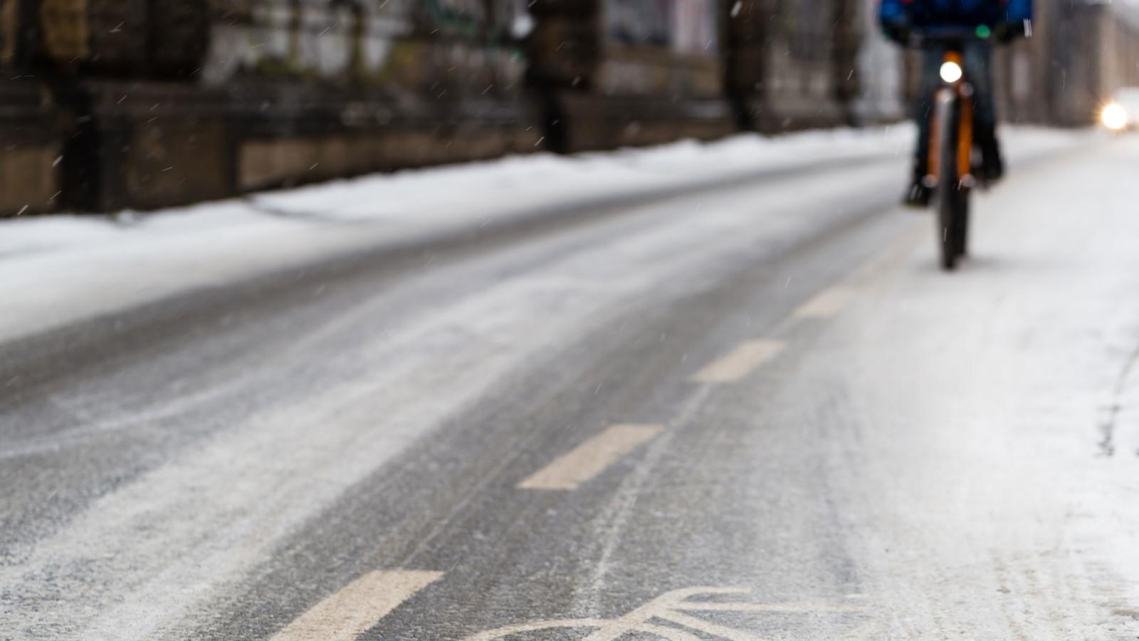 So kommen Sie sicher mit dem Fahrrad durch den Winter