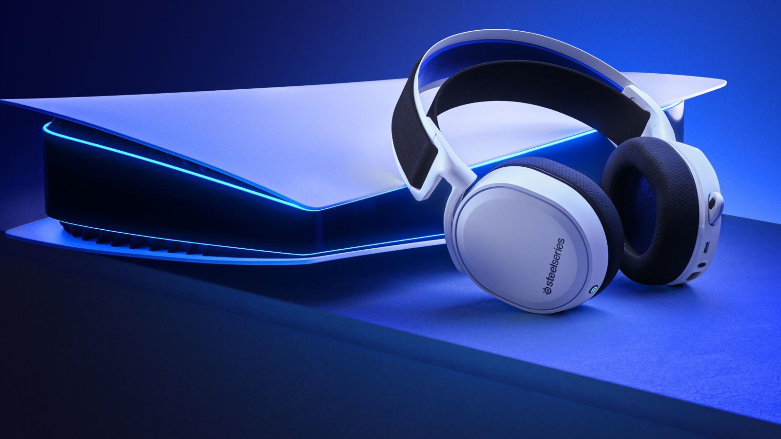Mit dem Arctis 7P präsentiert SteelSeries ein Gaming-Headset im Design der PS5.