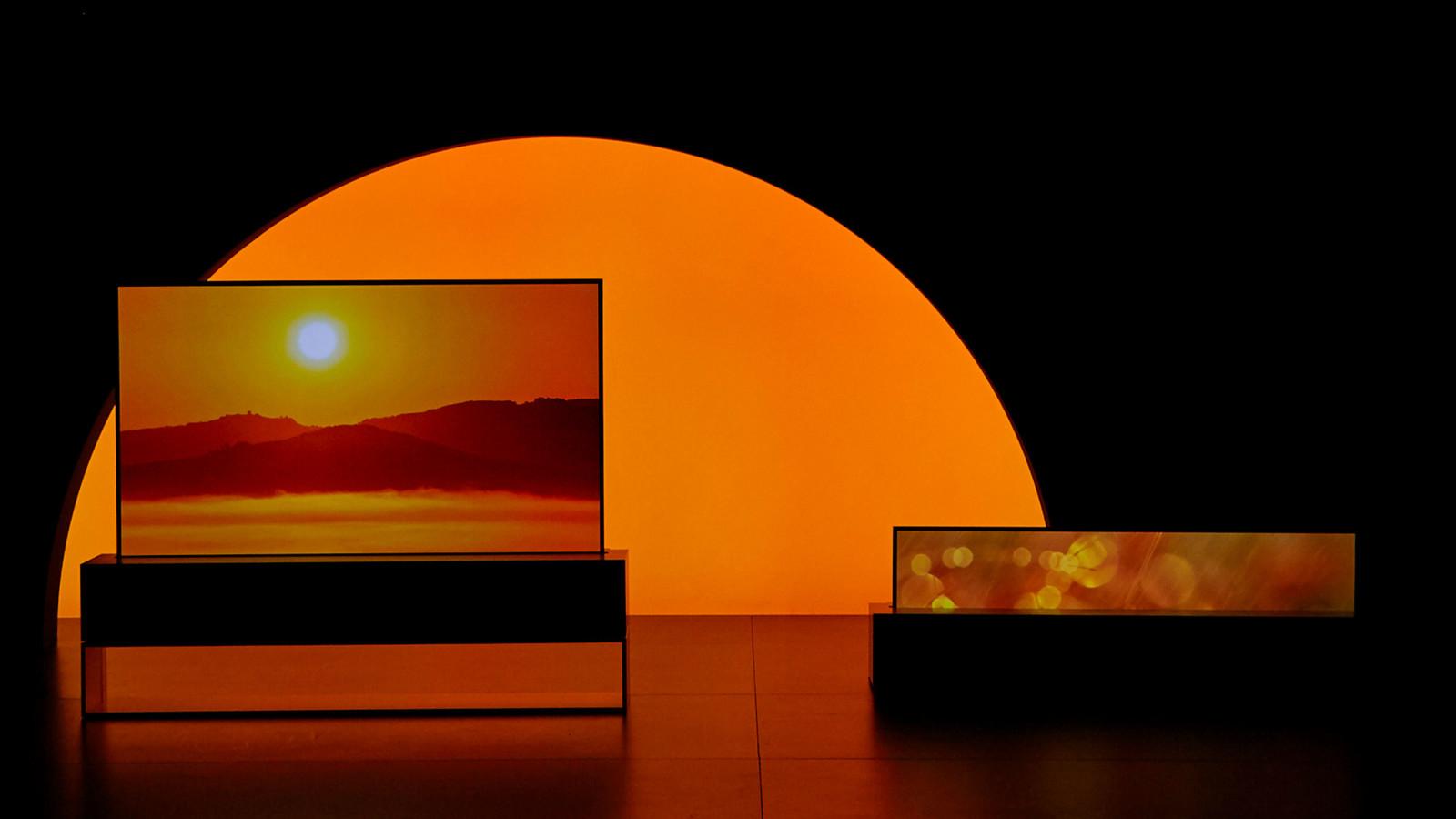 Der LG Signature OLED TV R kann sich einrollen