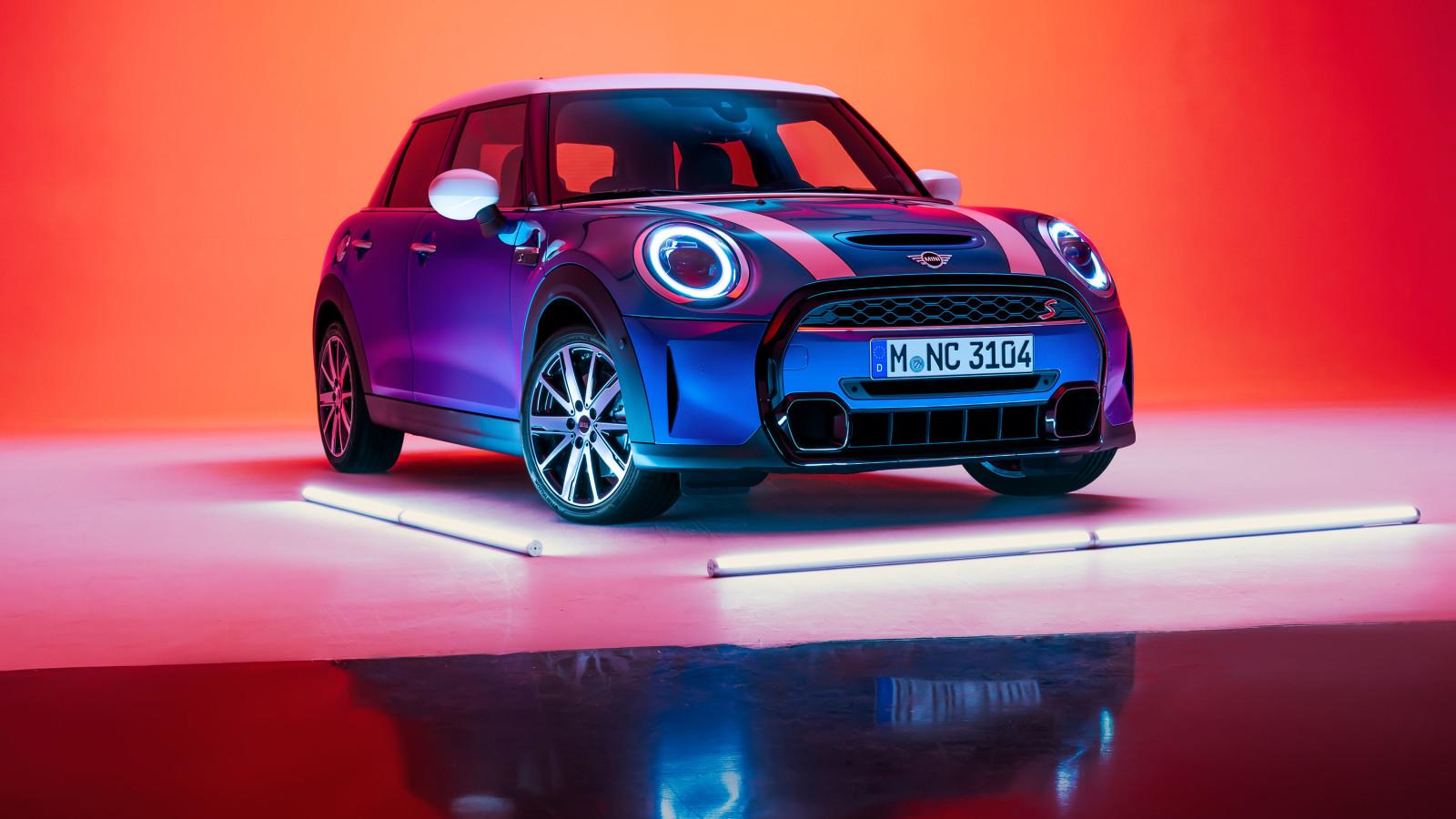 Der Mini 2021 wirkt im neuen Design moderner und cooler.