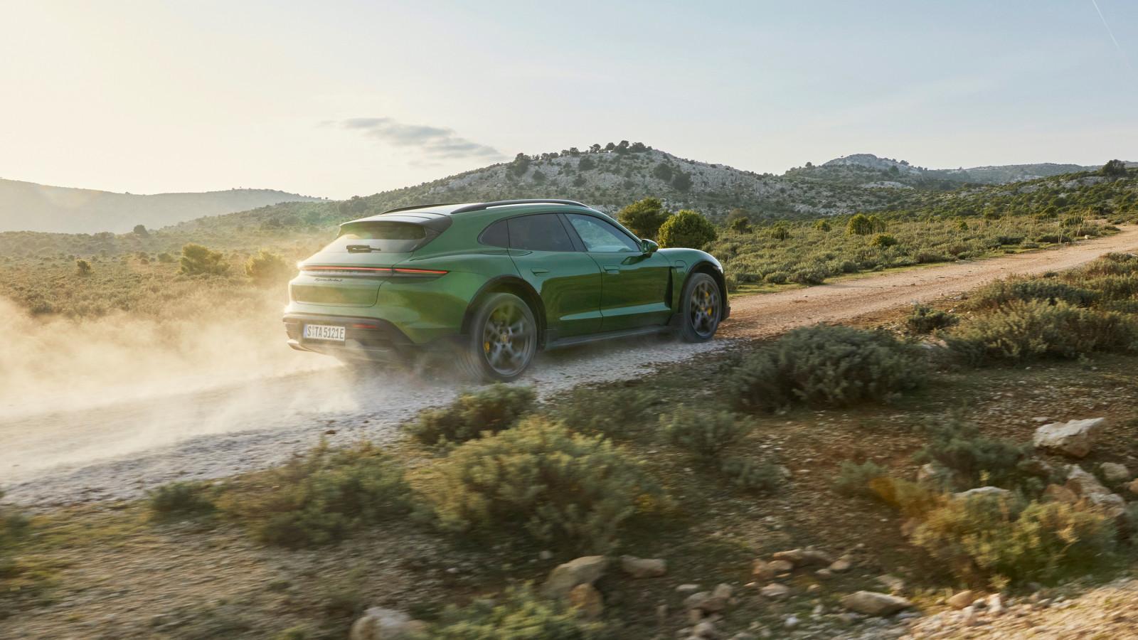 Der neue Porsche Taycan Cross Turismo ist ein E-Auto mit Offroad-Qualitäten.