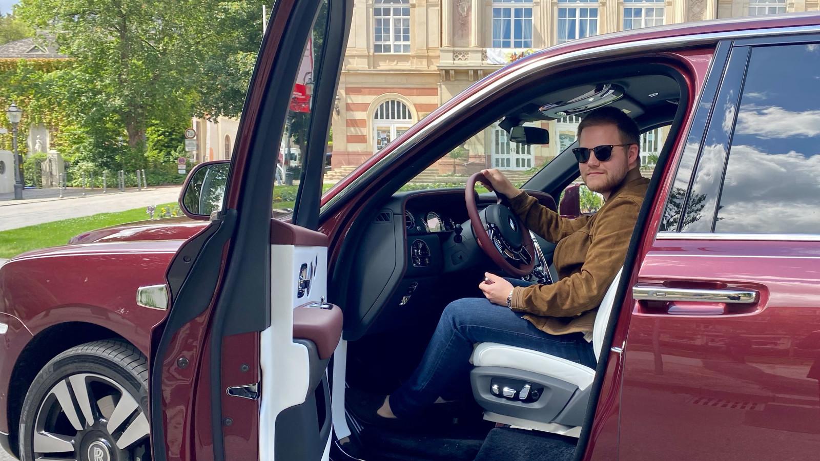 Der Rolls-Royce Cullinan im Test gegen ein Wohnmobil