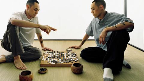 DeepMinds AlphaGo-KI spielt gegen fünf Menschen zugleich