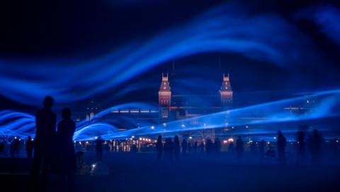 Amsterdam versinkt in einer Flut aus Licht