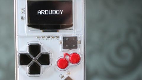 8-Bit-Fans aufgepasst: Die Mini-Konsole Arduboy wird zum Riesen-Kickstarter-Erfolg