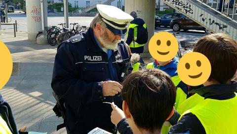 Die Polizei auf Social Media: Zwischen Memes und Großeinsätzen