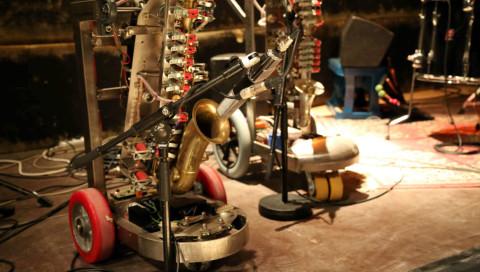 WIRED hat für euch mit den Stars der Roboter-Musik gejammt