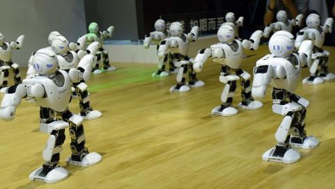 Tanzende Roboter stellen einen Weltrekord auf