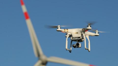 Verkehrsminister Dobrindt schlägt neue Drohnen-Regeln vor