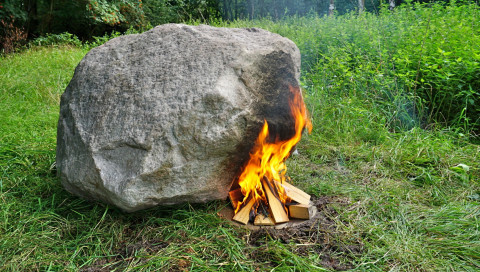 Warum in Niedersachsen ein Stein mit WLAN im Wald liegt