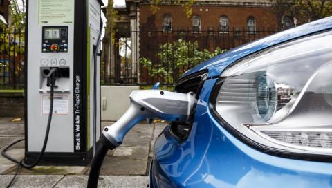 Der neue Umweltbonus für E-Autos: Warum mehr Geld trotzdem viel zu wenig ist