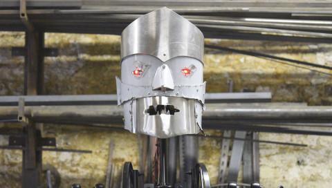 Eric der Roboter darf nach 90 Jahren wieder Leute erschrecken