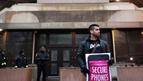 WIRED auf detektor.fm: Feiergrund bei Apple und Tesla, Frust bei Facebook und Microsoft