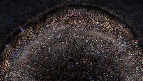 Die Festival-Fotos von Felix R. Cid sind Miniatur-Abbildungen unserer globalisierten Welt