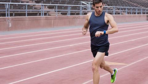 Fitnesstracker von Fitbit sollen bei der Pulsmessung ziemlich daneben liegen