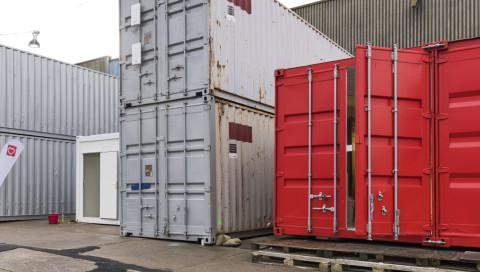 In Hamburg geht der erste Hightech-Medizin-Container für Geflüchtete in Betrieb