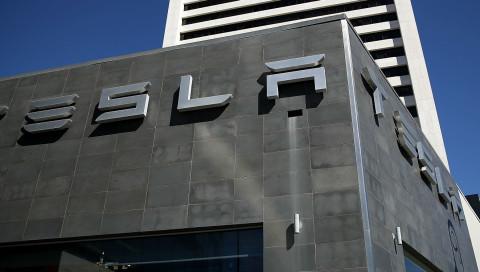 Tesla wird kurzzeitig zum wertvollsten Autohersteller der USA