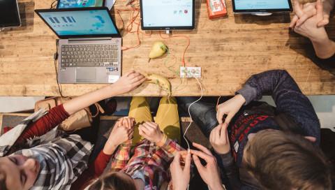 Code Week Award: Gewinnt ein Maker-Kit für eure Kinder