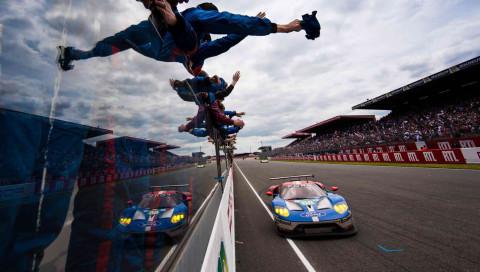 Die Zukunft des Motorsports: von Supercars aus Karbonfaser bis zu von Algorithmen angetriebenen Fahrzeugen