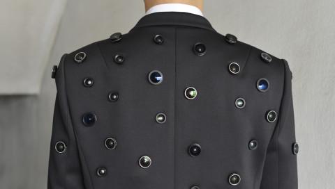 Diese Jacke beobachtet jeden, überall und in alle Richtungen