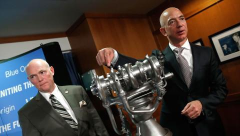 Warum der Amazon-Chef Pakete auf den Mond schießen will