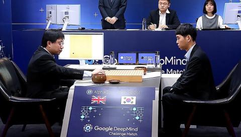 Googles Künstliche Intelligenz besiegt den besten Go-Spieler der Welt